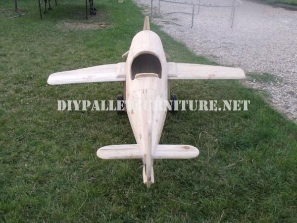 Avion conçu avec palettes 5