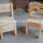 Chaises pour les enfants avec des palettes