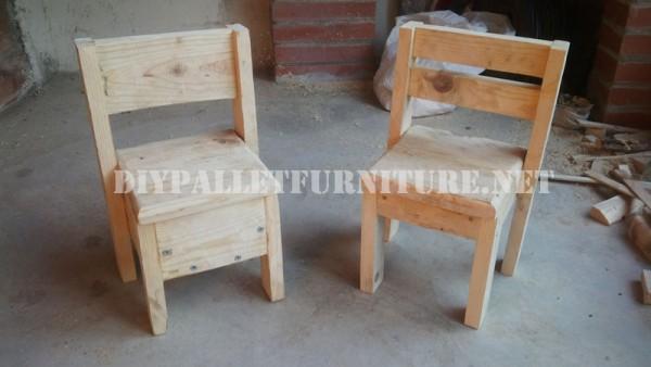 Chaises pour les enfants avec des palettes 1