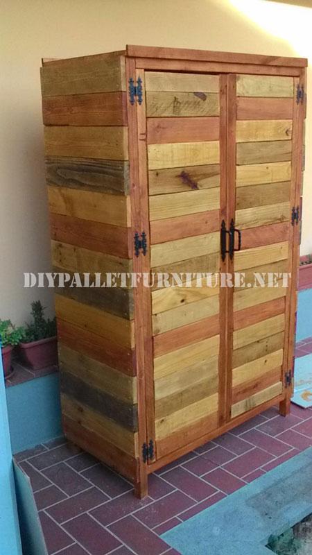 Garde robe faite avec planches de palettesmeuble en for Armoire palette bois