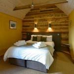 Hôtel Lettoch Cottages, revêtue et meublée avec des palettes