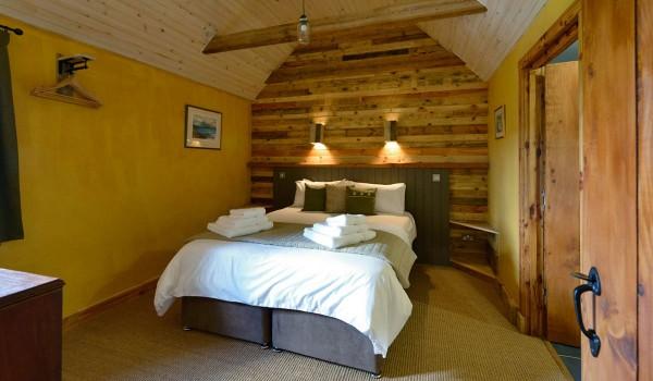 Hôtel Lettoch Cottages, revêtue et meublée avec des palettes 1