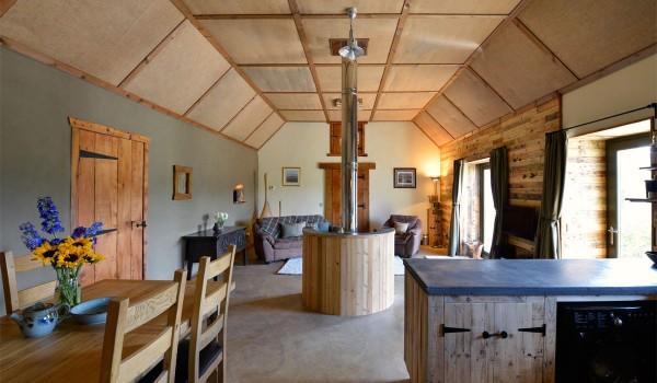 Hôtel Lettoch Cottages, revêtue et meublée avec des palettes 2