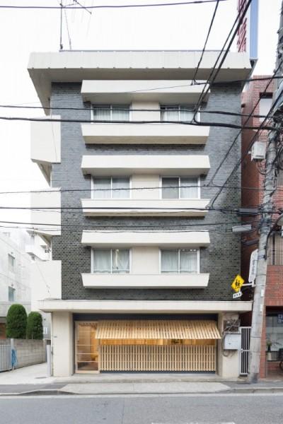 Hiroki Tominaga conçoit un bureau lowcost avec 130 palettes! 2