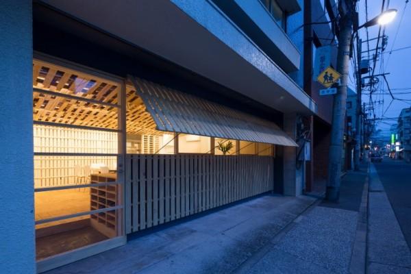 Hiroki Tominaga conçoit un bureau lowcost avec 130 palettes! 3