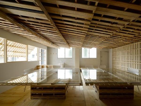 Hiroki Tominaga conçoit un bureau lowcost avec 130 palettes! 4