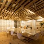 Hiroki Tominaga conçoit un bureau lowcost avec 130 palettes!