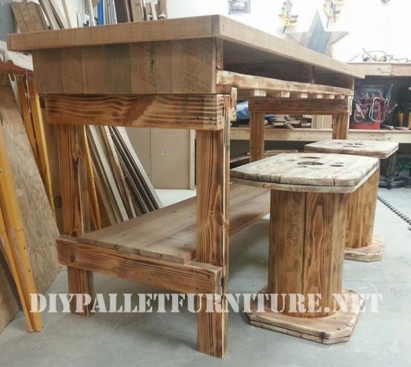 Table et tabourets construit de bois récupéré 1