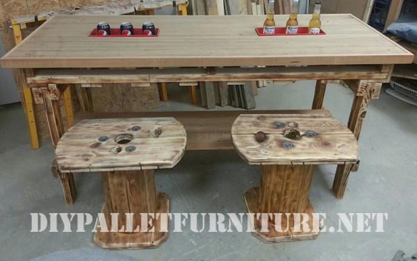 Table et tabourets construit de bois récupéré 2
