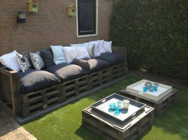 Canapé et double table de palette pour le jardin 1