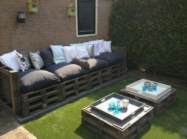 Canap et double table de palette pour le jardinmeuble en for Acheter canape en palette