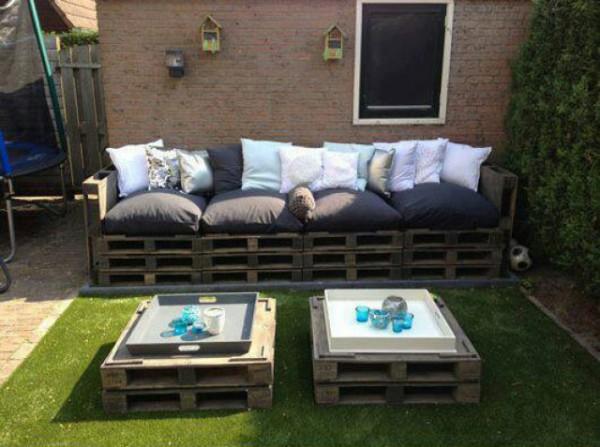 Canapé et double table de palette pour le jardin 2