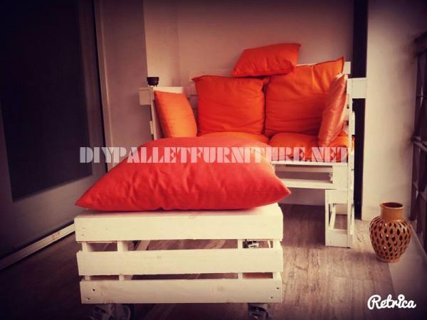 Canapé, table et tabouret construits avec des palettes 1