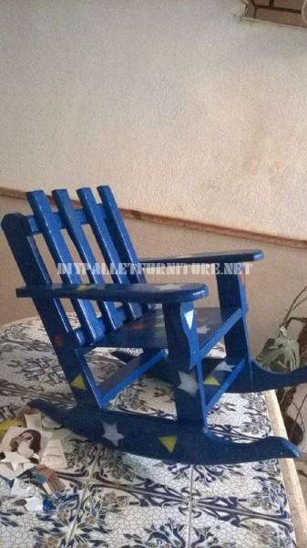 Chaise à bascule pour les enfants avec des palettes 1
