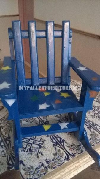 Chaise à bascule pour les enfants avec des palettes 5