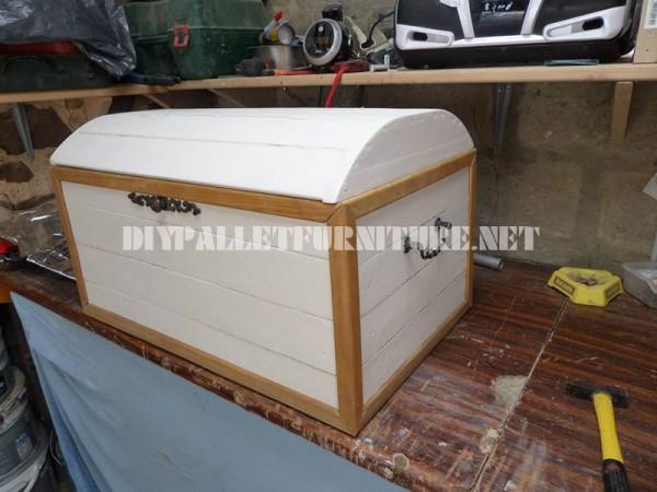 Coffre décorative avec palettes 1