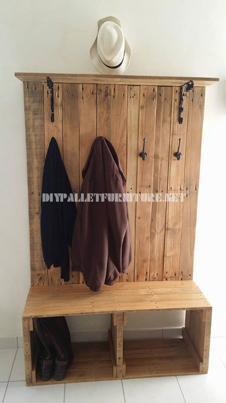 range chaussures banc cintre et hatstand pour le vestibule avec des palettesmeuble en palette. Black Bedroom Furniture Sets. Home Design Ideas