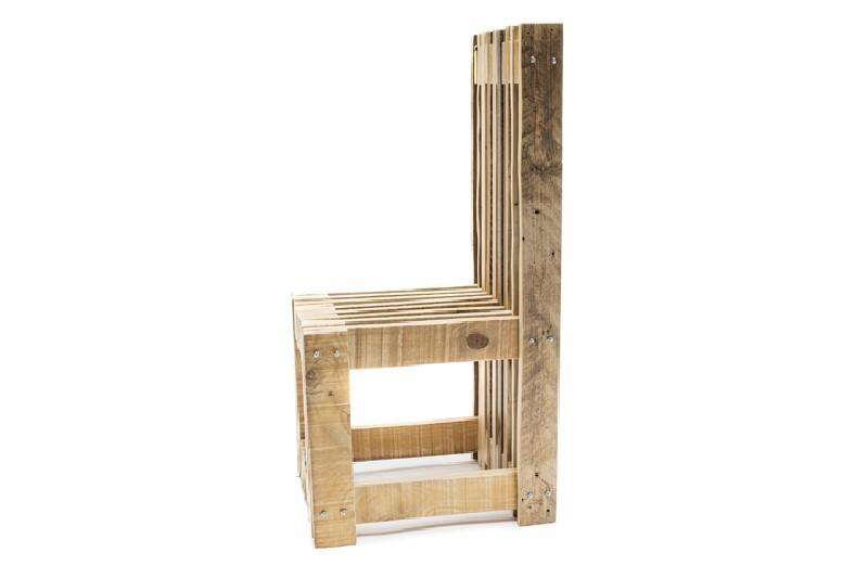 Bureau et chaise design avec des palettes 4meuble en palette meuble en palette for Chaise de jardin en palette