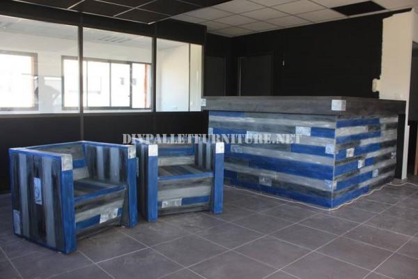 Butacas y barra de bar con palets reciclados 1