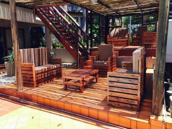 Porche incroyable meublé avec des palettes 3