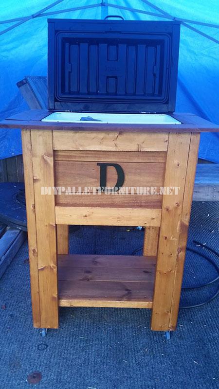 r frig rateur faite avec palettesmeuble en palette meuble en palette. Black Bedroom Furniture Sets. Home Design Ideas