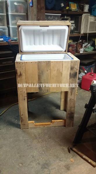 Réfrigérateur faite avec palettes 2