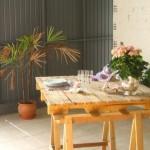 Table avec une palette et tréteaux
