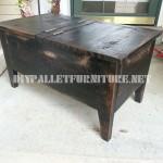 Table et coffre faite avec palettes