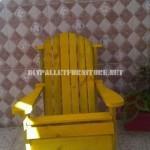 Chaise, table et une petite chaise berçante