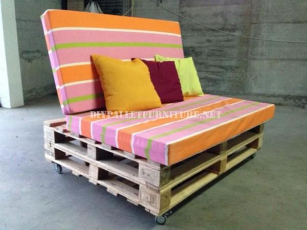 Canapé-mobile avec des palettes 1