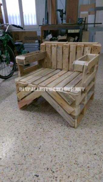Chaise construite avec des palettes 2