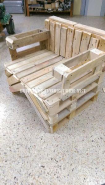 Chaise construite avec des palettes 3