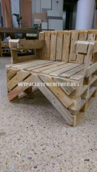 Chaise construite avec des palettes 4