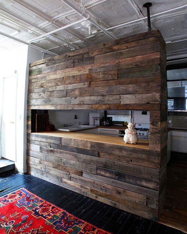 Petit déjeuner bar construire avec du bois recyclé pour la cuisine