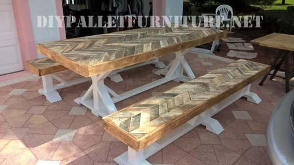 Table d ext rieur et des bancs faits de palettes meuble en palette - Table de cuisine en palette ...