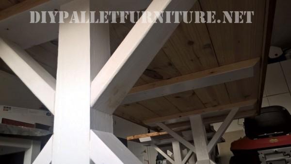 Table d'extérieur et des bancs faits de palettes 2
