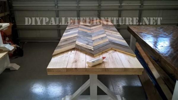 Table d'extérieur et des bancs faits de palettes 4