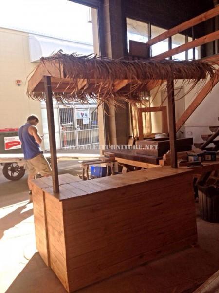 Bar de style hawaïen avec des palettes 1