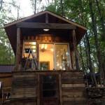 Cabane construit à partir de bois recyclé