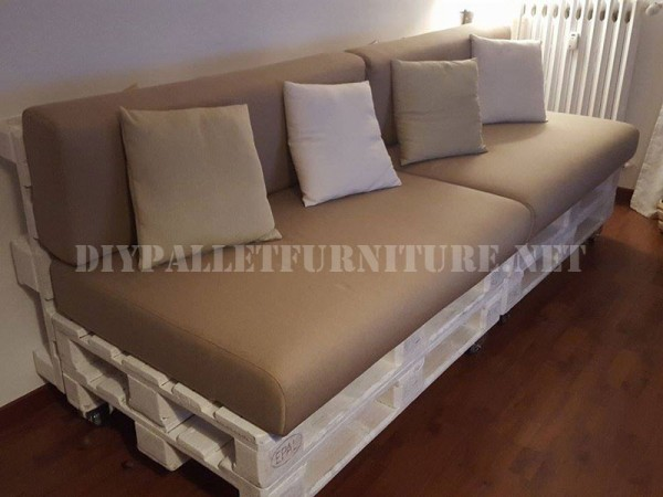 Canapé et magazine rack avec palettes 1