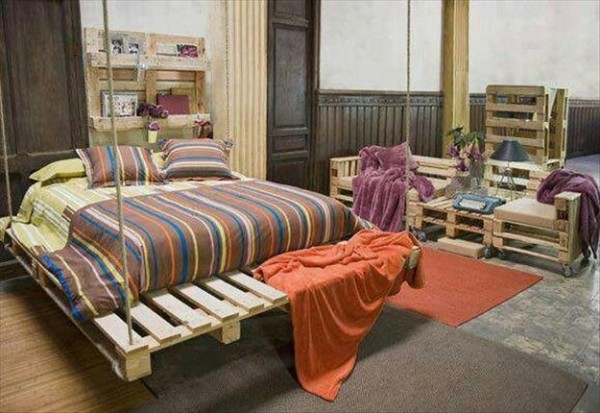 Chambre enti rement meubl e avec des palettesmeuble en for Chambre en palette