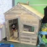 Maison pour les enfants avec des palettes