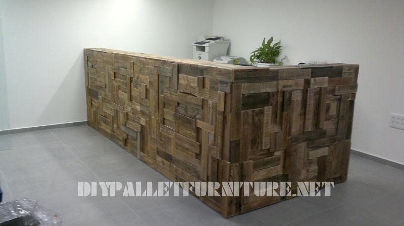 mobilier pour r ception tapiss de planches de palettesmeuble en palette meuble en palette. Black Bedroom Furniture Sets. Home Design Ideas