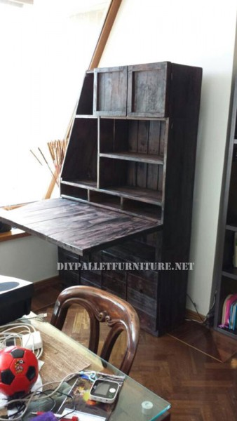 placard bureau en utilisant les palettesmeuble en palette meuble en palette. Black Bedroom Furniture Sets. Home Design Ideas
