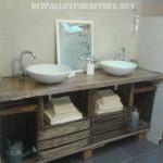 Salle de bains comptoir en utilisant des boîtes de fruits
