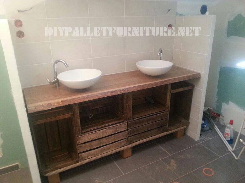 Salle de bains comptoir en utilisant des boîtes de fruits 2