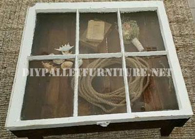 Table construite avec des palettes et une fenêtre 1