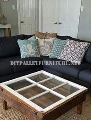 Table construite avec des palettes et une fenêtre 2