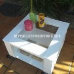 Table d'appoint extérieure faite avec palettes