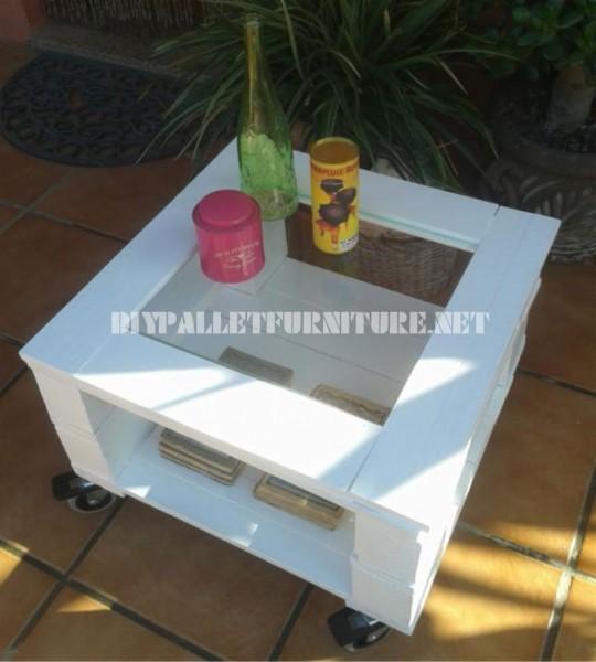 Table d'appoint extérieure faite avec palettes 1